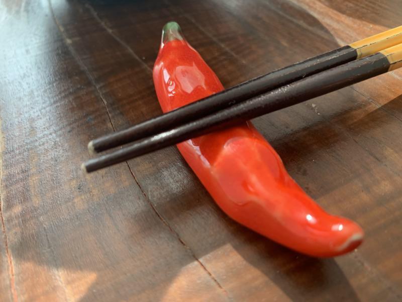 唐辛子の形の箸置き