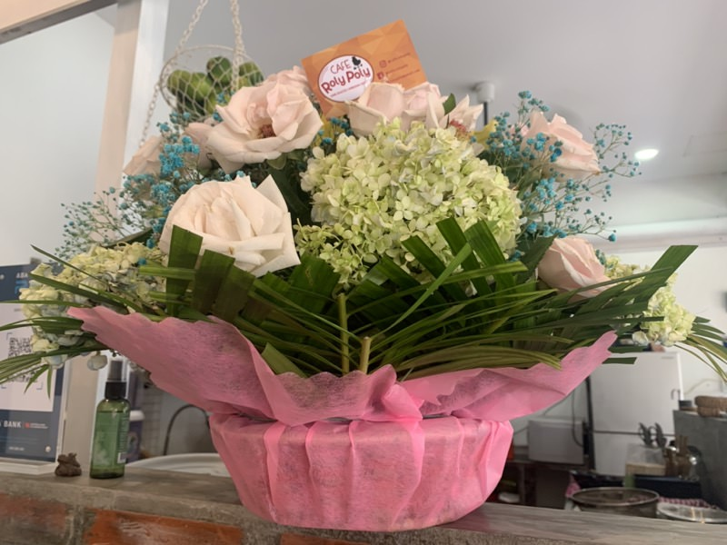 RolyPolyからのお祝いの花