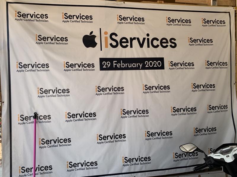 シェムリアップのiServicesの看板