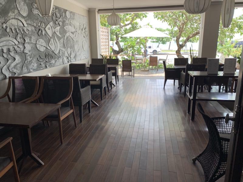 Dan Oasis Hotelのカフェバー